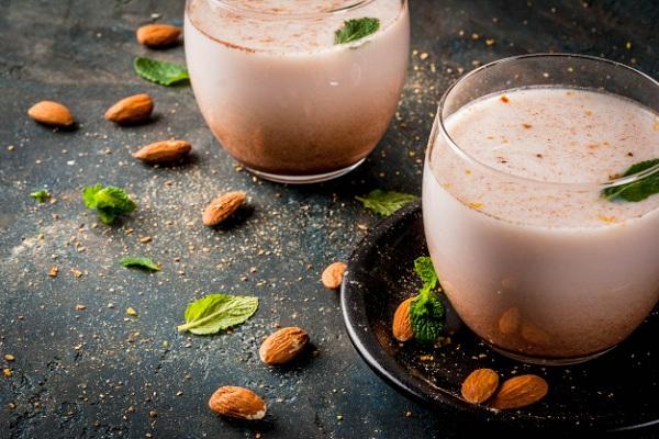 Minuman Thandai Asal India